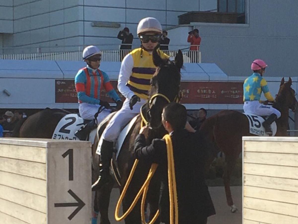 土曜中山4R・2歳新馬はヘニーヒューズ産駒のゴールドタンバリンがデビュー V
