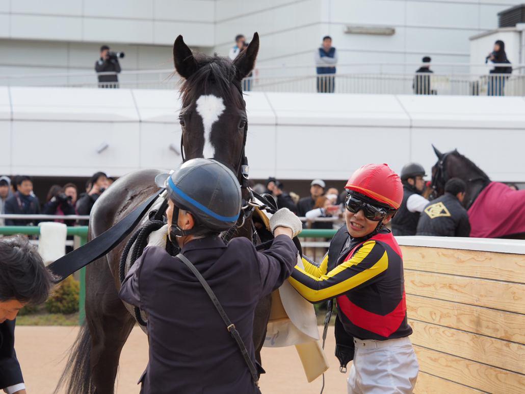【中山6R/新馬】シーオブザムーンがゴール前差し切る