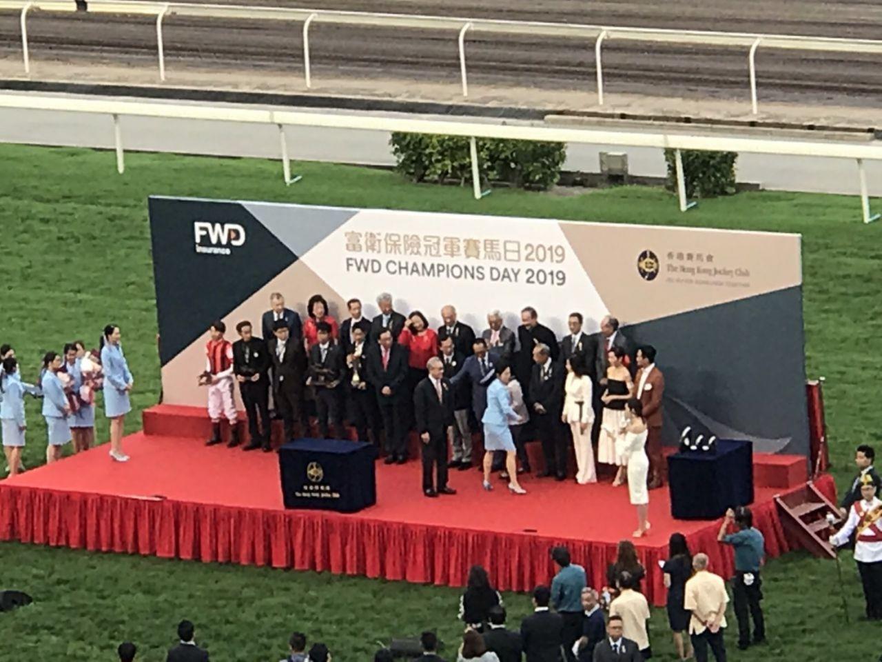 【クイーンエリザベス2世C】ウインブライトが海外G1初制覇!松岡騎手渾身のガッツポーズでゴール