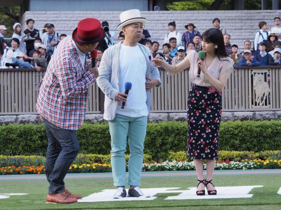 【PHOTO】オークスプレゼンター土屋太鳳さん