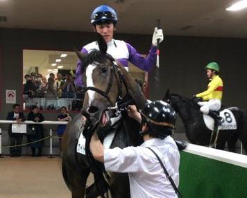 土曜東京5R新馬はカイトレッドがV。〝令和〟の関東圏新馬勝ち第1号となる