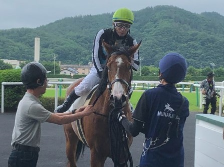 土曜福島5R新馬はエレナアヴァンティが制す!内田博「素直な馬」