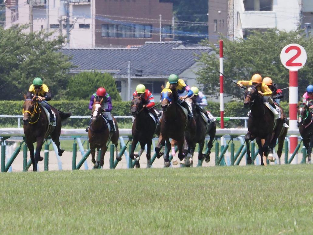 【新馬/小倉5R】シリアスフールがゴール寸前で差し切り!ディープ産駒ワンツー