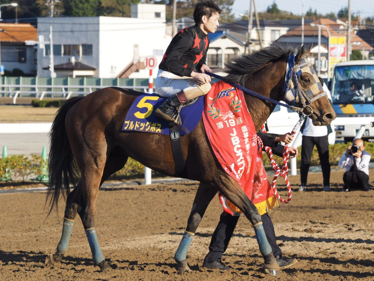 【JBCスプリント】御神本「菜七子ちゃんのG1を見届けたかったと思うんですけど…」浦和所属馬がV!