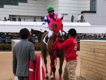 土曜中山6R新馬はムーア騎乗のキングスバーンズが1番人気にこたえる