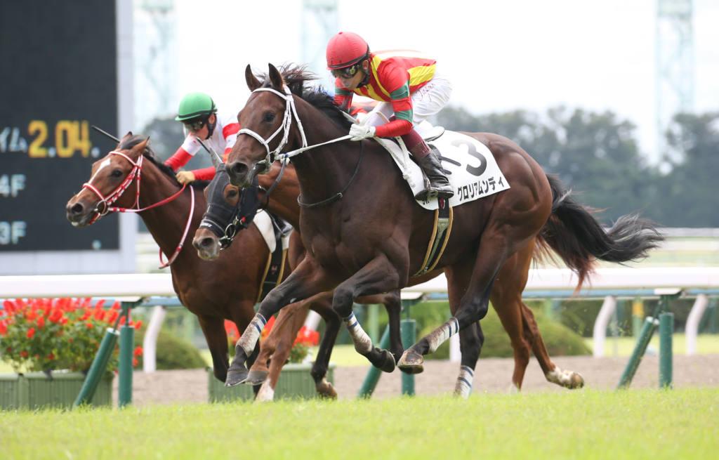 【新馬/京都5R】グロリアムンディが人気に応える!ラスト1ハロンの伸びは秀逸