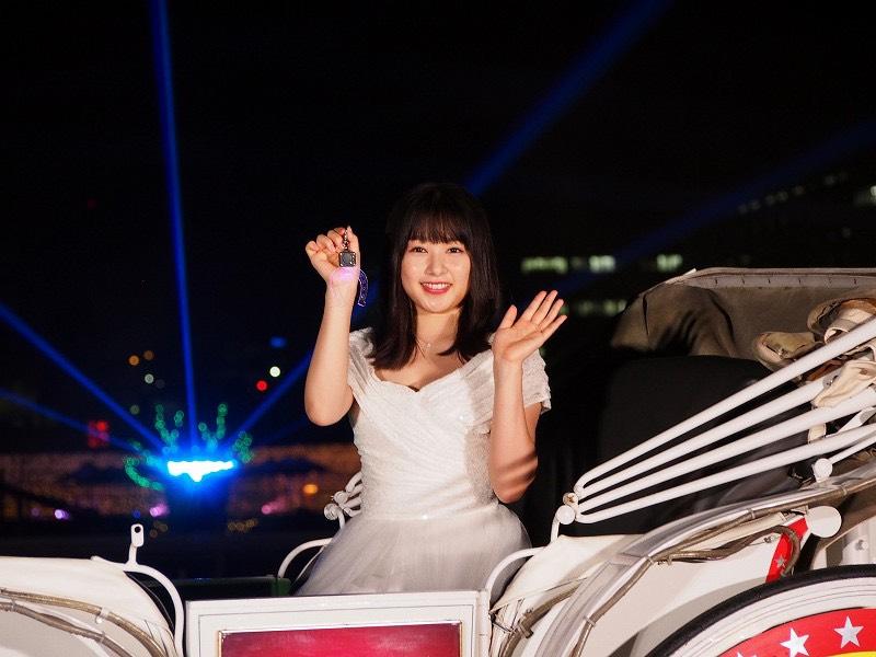 桜井日奈子 光のトンネルを「ドレスのまま駆け抜けたい!」