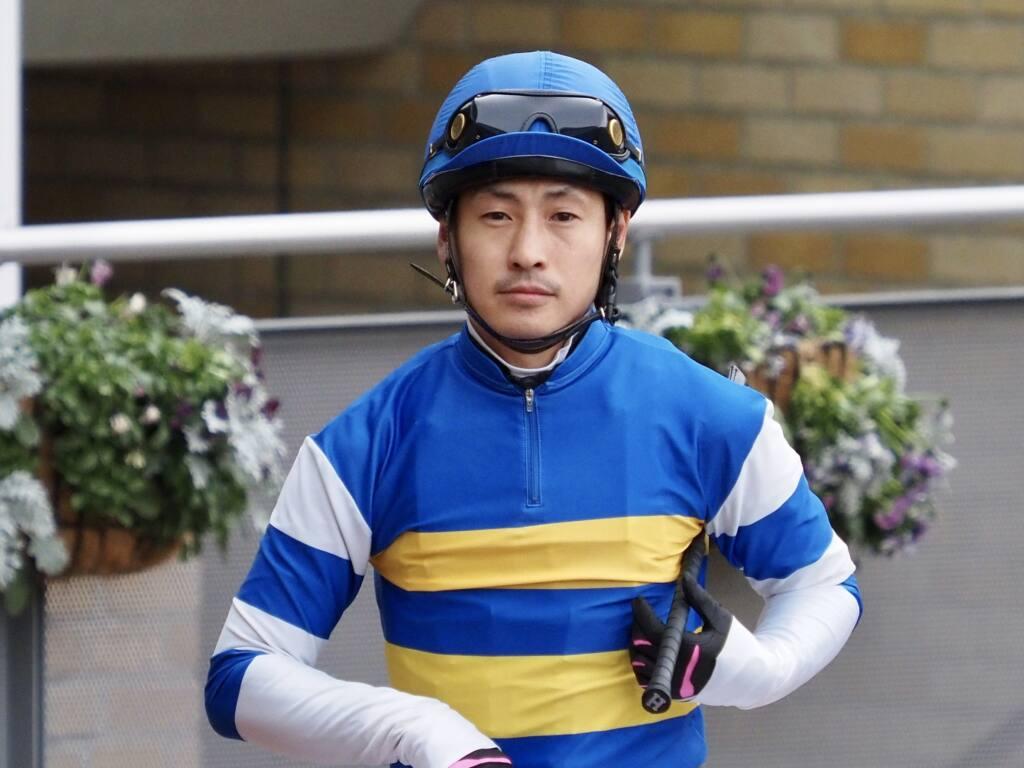 四位洋文調教師 JRA初勝利!
