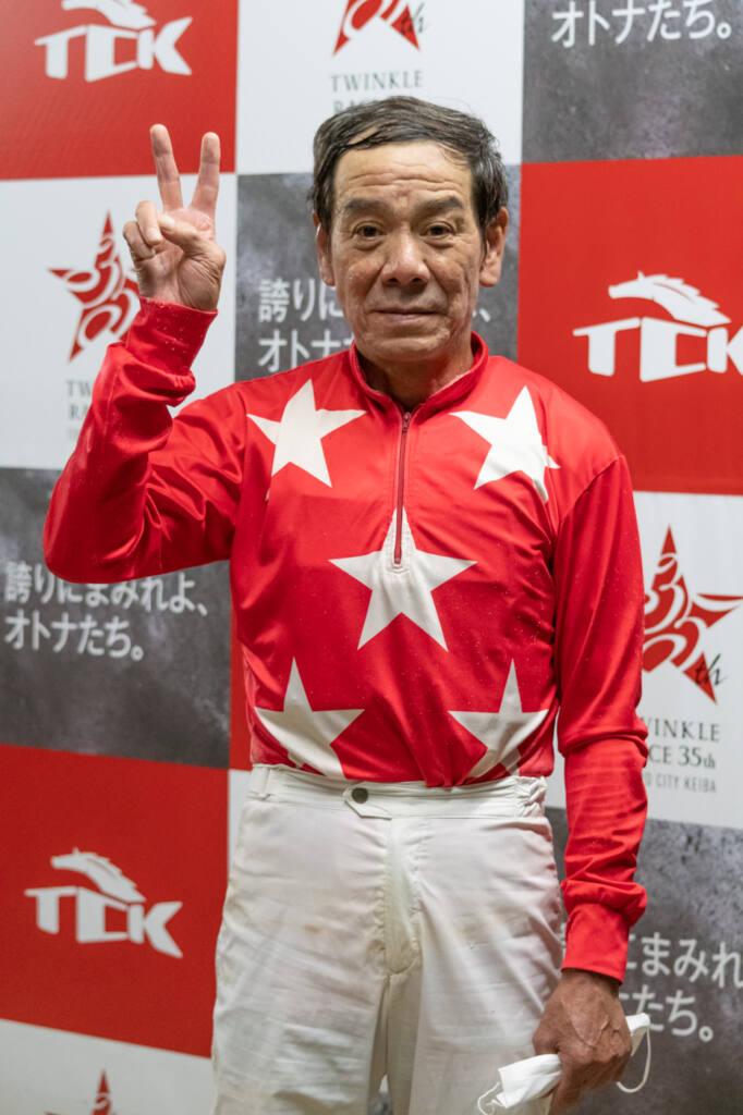 的場文男騎手が地方競馬最年長勝利記録更新!64歳10ヶ月7日で勝利